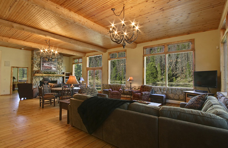 Guest living room at The Lodge at Two Rivers.