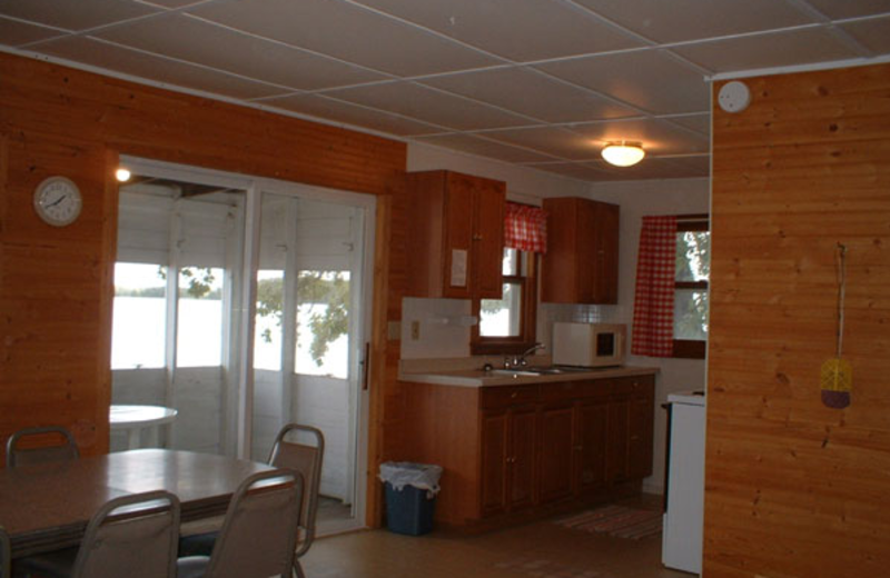 Cottage kitchen and dining room at Bonnie Beach Resort.