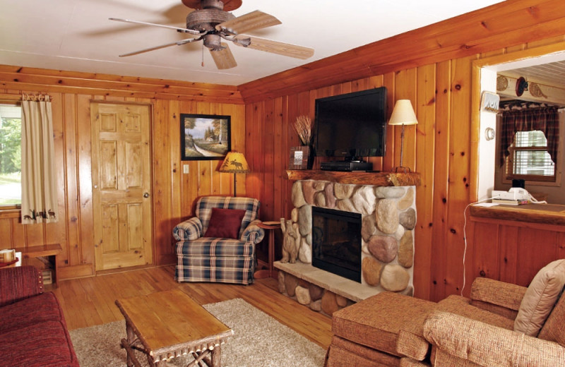 Cottage living room at The Beacons of Minocqua.