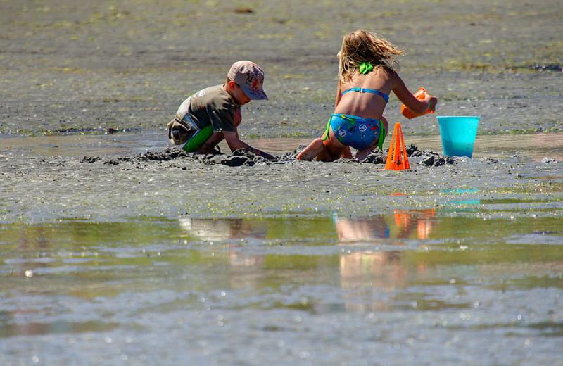 Kids enjoying the Beach at Sunrise Ridge Resort.