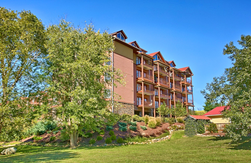 Exterior view of Appleview River Resort.