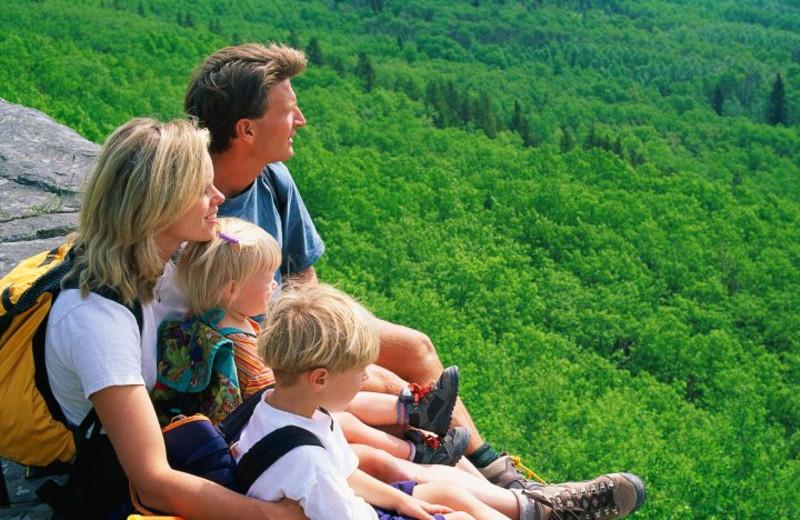 Family hiking at Jackson Mountain Homes.