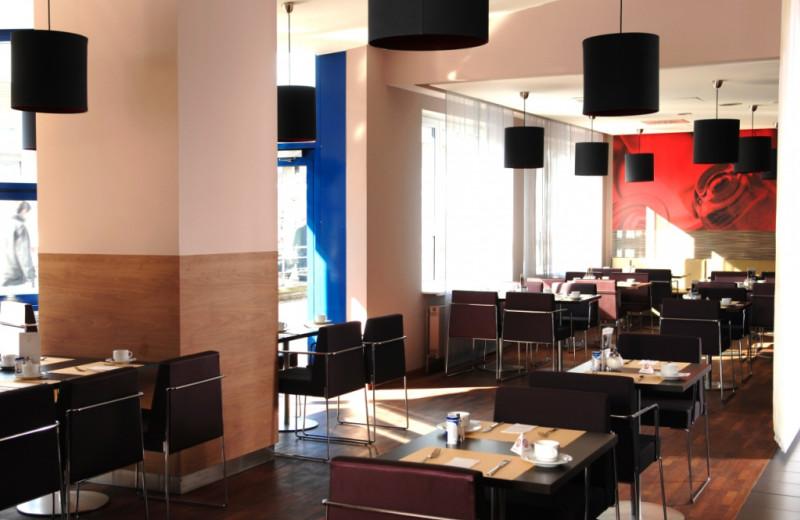 Dining at Inter City Hotel Hamburg-Altona.