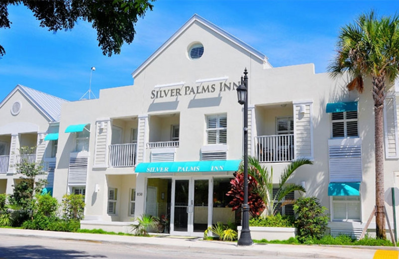 Exterior view of Silver Palms Inn.