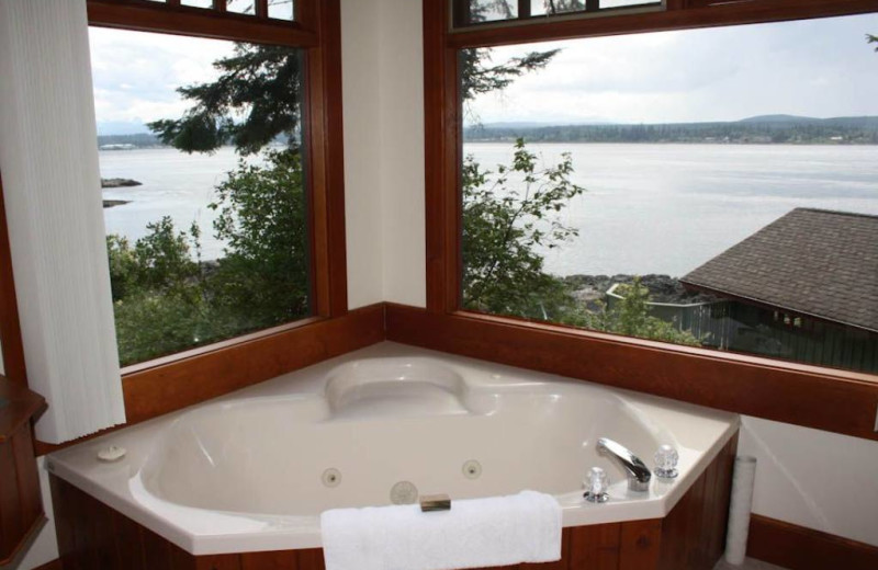 Cottage hot tub at April Point Lodge and Fishing Resort.