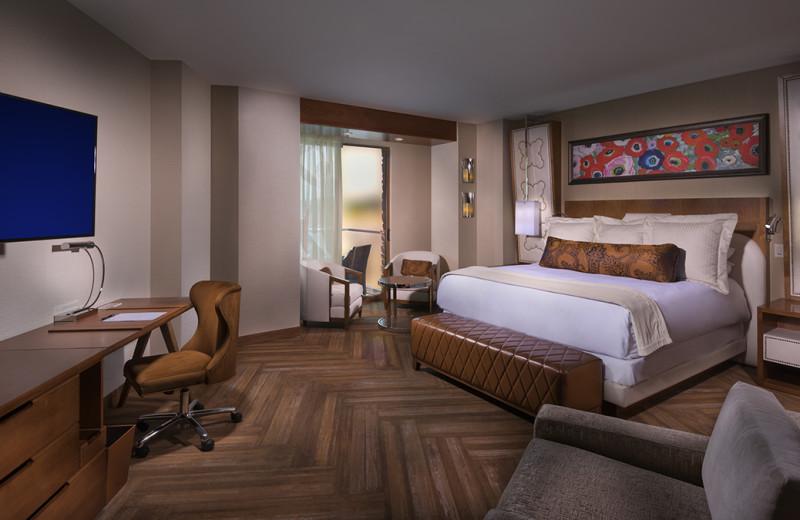 Guest room at Del Lago Resort