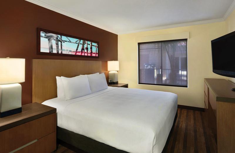 Guest room at Hyatt House Emeryville.