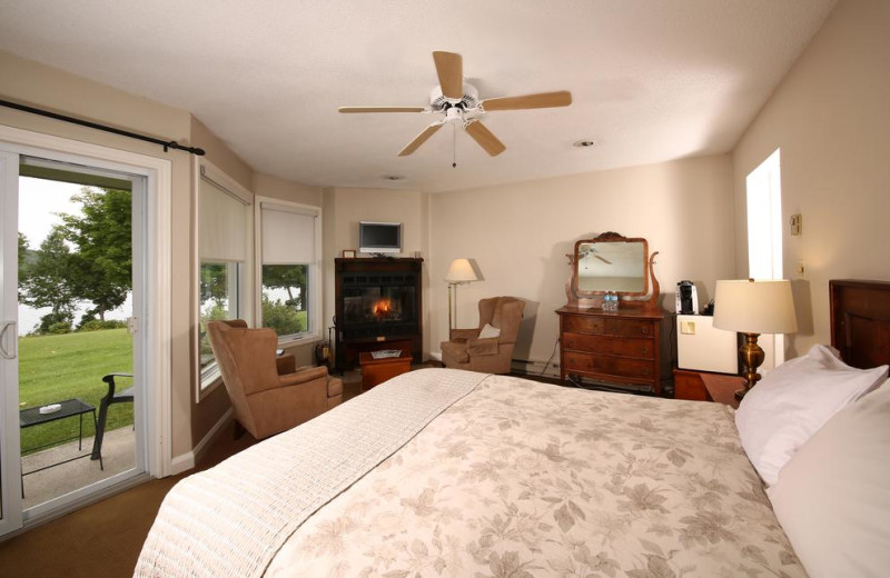 Guest room at Sir Sam's Inn and WaterSpa.