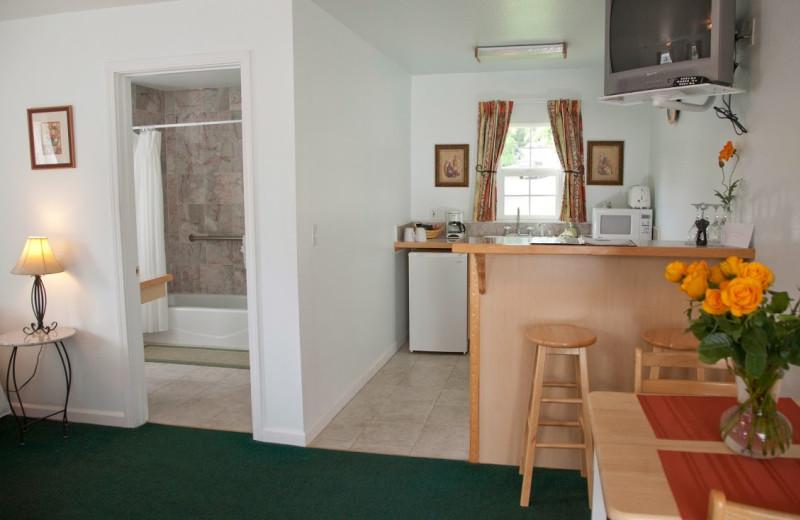 Guest room at Sierra Mountain Inn.