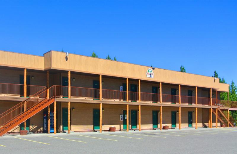 Hotel exterior view of Sawtelle Mountain Resort.