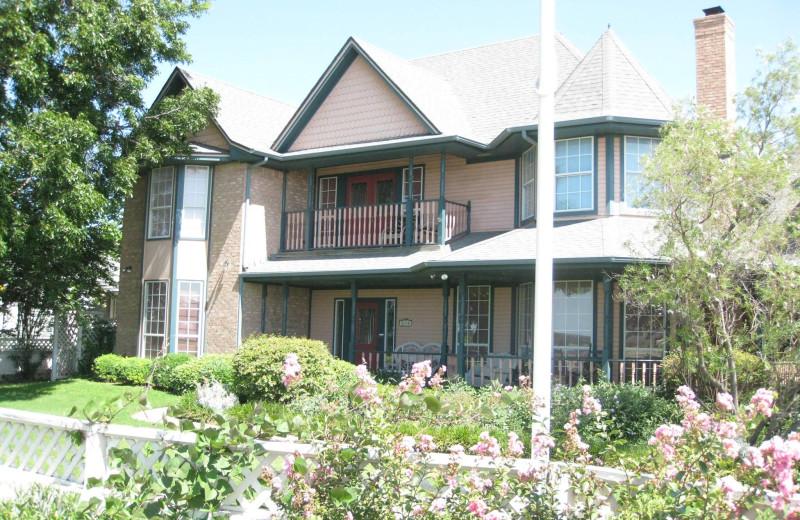 Exterior view of Arbor House A Lakeside Inn.