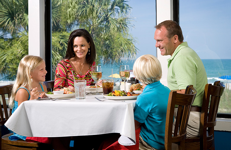 Family dining at Caribbean Resort & Villas.