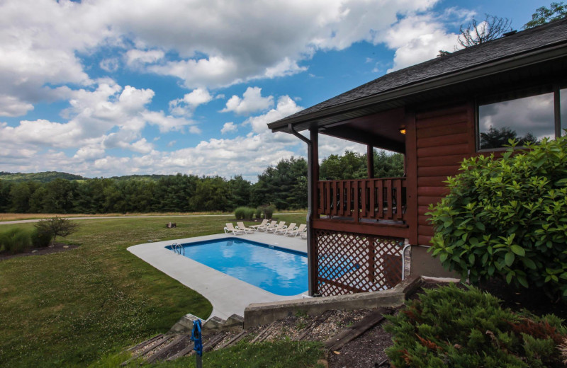 Chalet outdoor pool at Old Man's Cave Chalets.