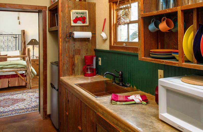 Cabin kitchen at Barons Creekside.