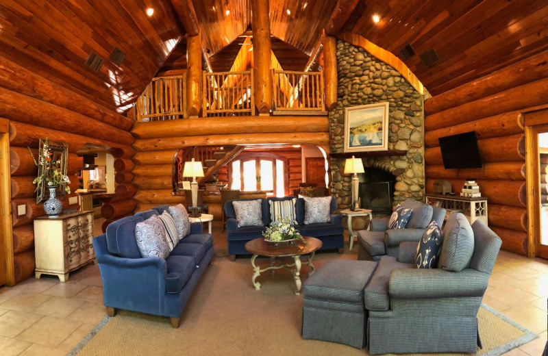 Guest living room at Log Country Cove.