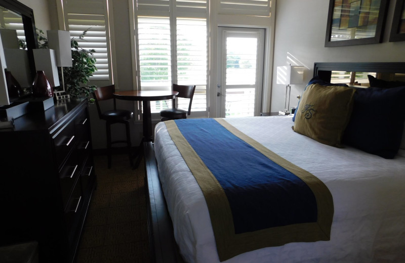 Guest room at Fairway Suites At Peek'n Peak Resort.