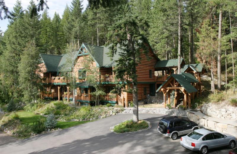 Exterior view of Hidden Moose Lodge.