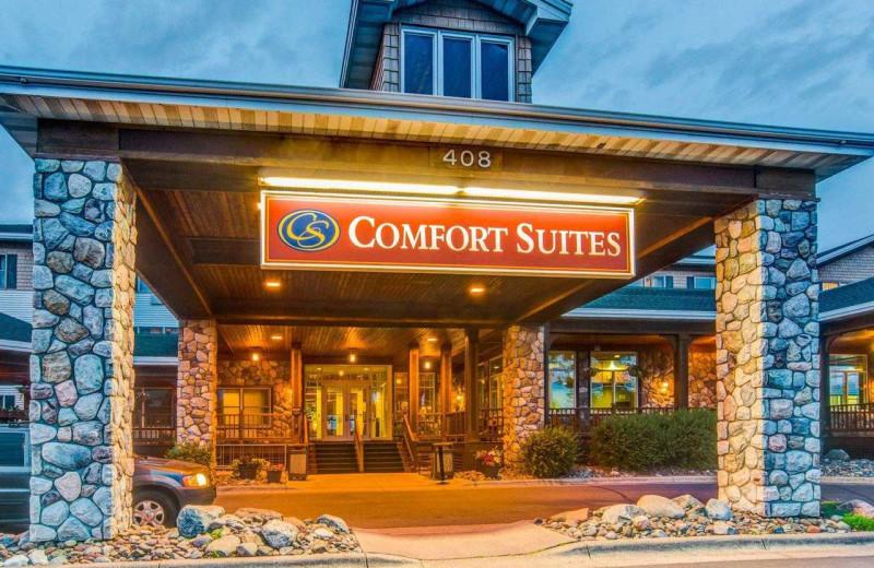 Exterior view of Comfort Suites Canal Park.