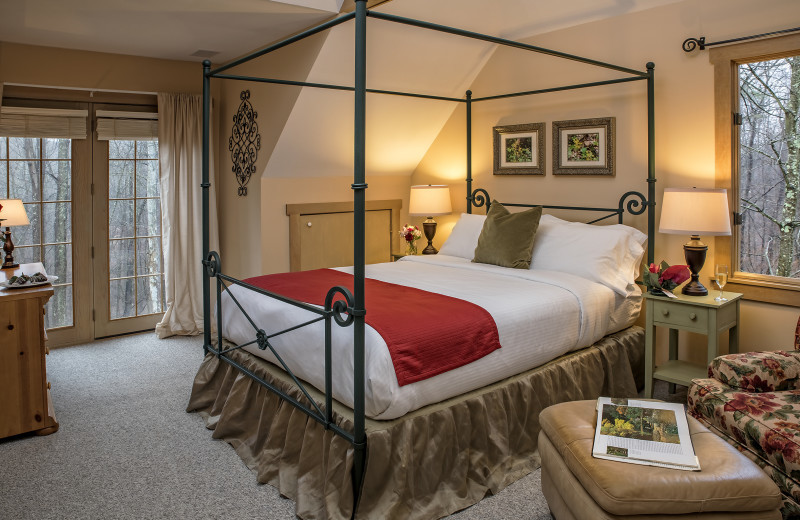 The MacDonald Master Suite bedroom at Glenlaurel, A Scottish Inn & Cottages.