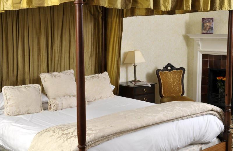 Guest room at Caer Beris Manor.