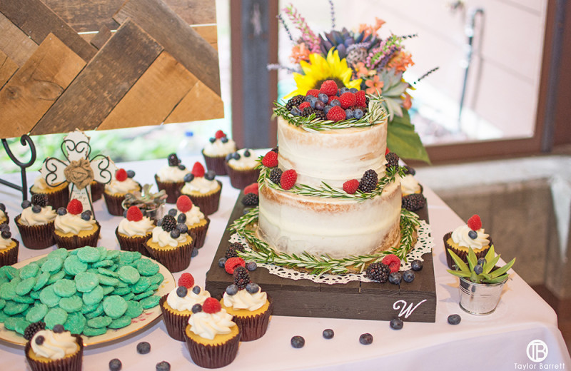 Weddings at Izaak Walton Inn.