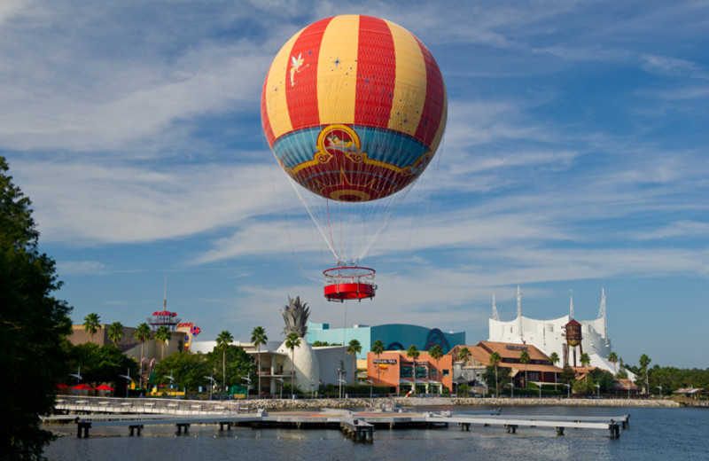 Air balloon rides near Westgate Lakes Resort & Spa.