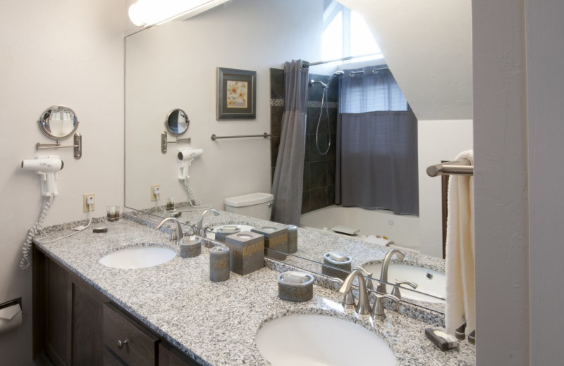 Penthouse Suite master bathroom at Country House Resort.
