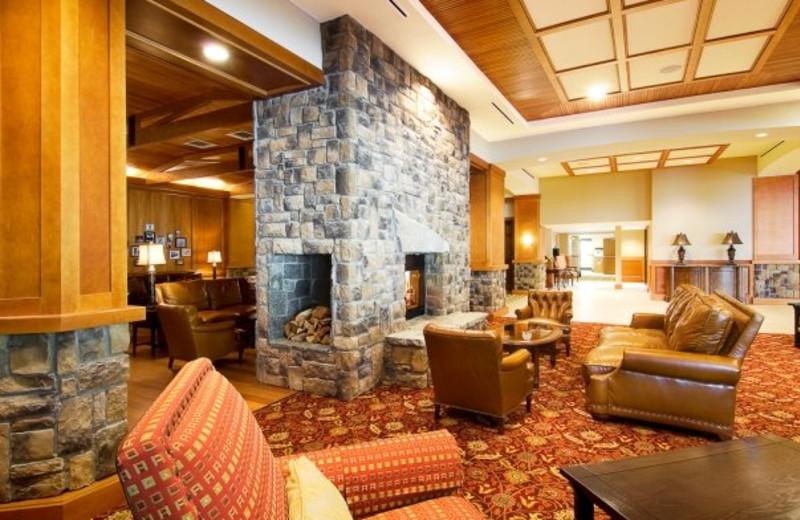 Lobby Bar at High Peaks Resort