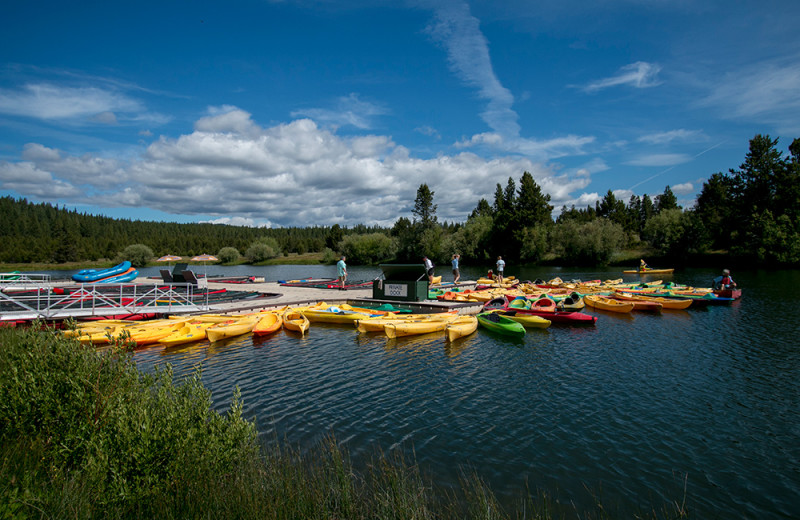 The Sunriver Marina offers rafts, kayaks, canoes, tubes and stand-up paddle boards to rent.