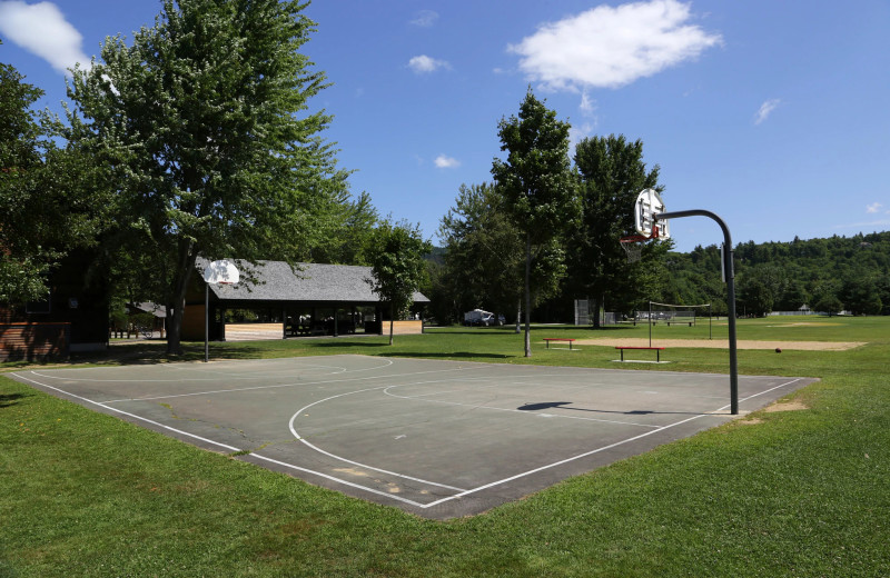 Basketball court at Yogi Bear's Jellystone Park™ Camp-Resort Glen Ellis.