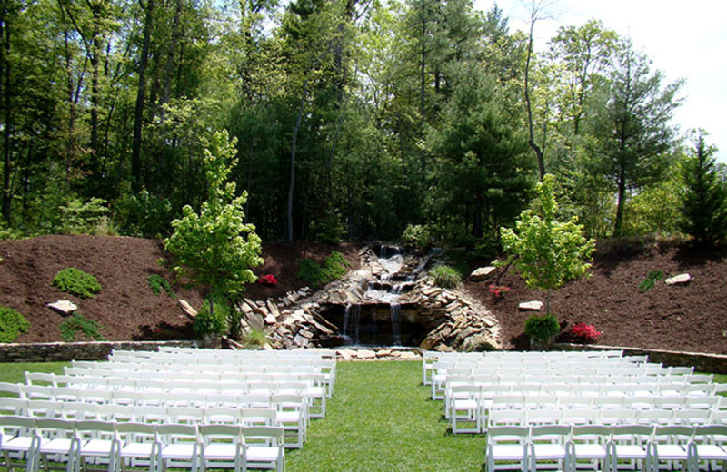 Outdoor wedding at Mountain Lodge & Conference.