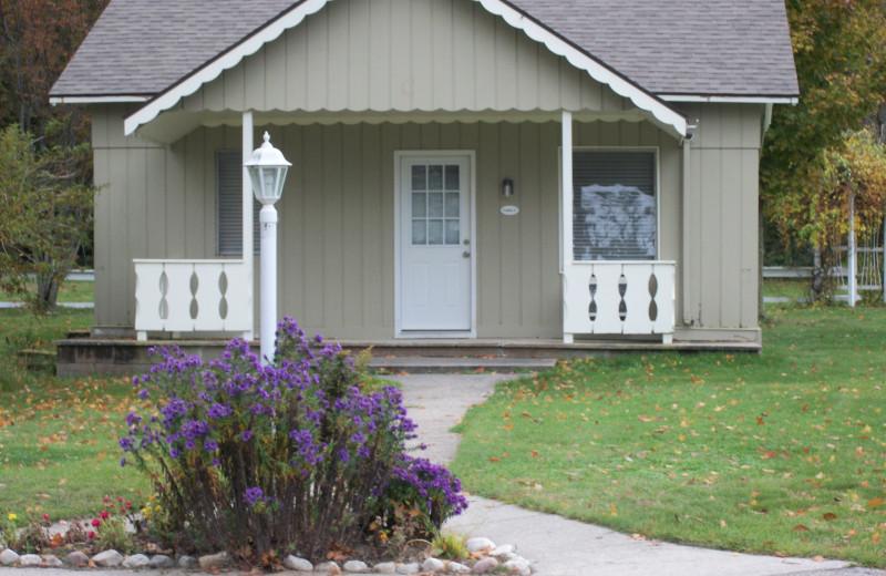Guest cottage at Michillinda Beach Lodge.