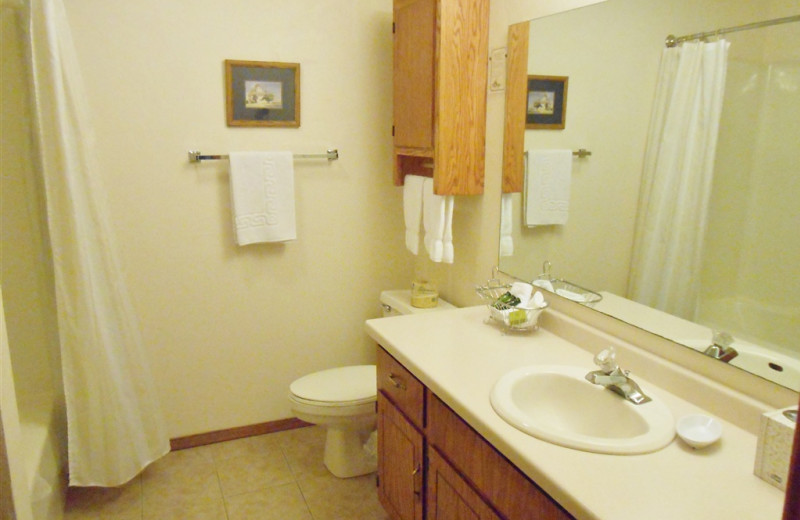 Guest bathroom at Pheasant Park Resort.