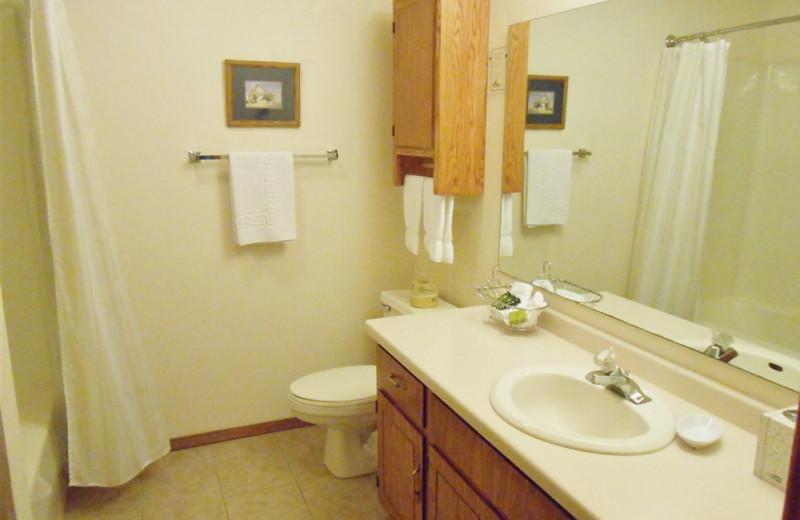 Guest bathroom at Pheasant Park Resort.