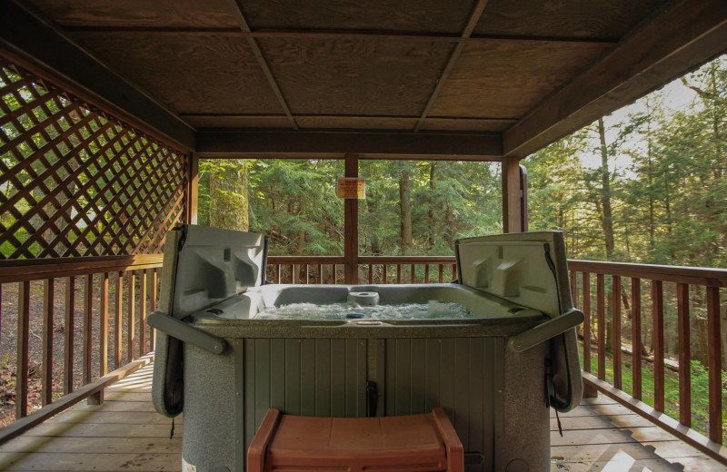 Cabin hot tub at Old Man's Cave Chalets.