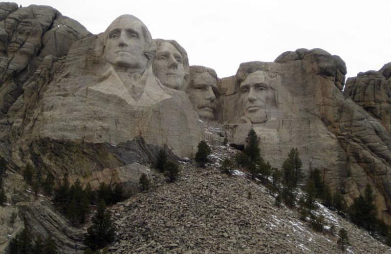 Mount Rushmore near Summer Creek Inn & Spa.