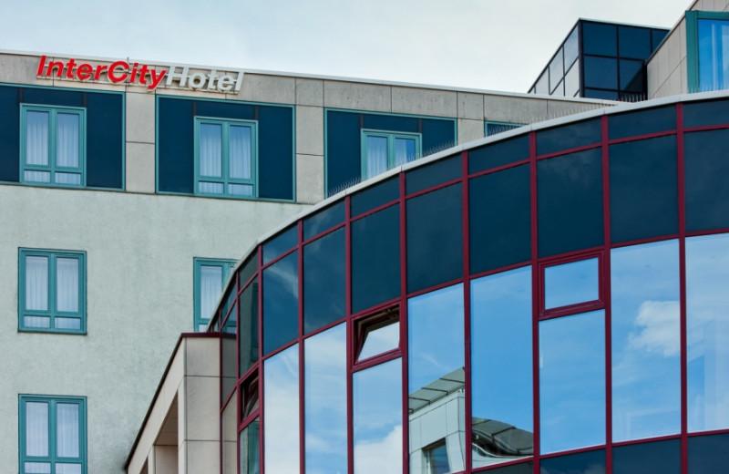 Exterior view of InterCityHotel Augsburg.
