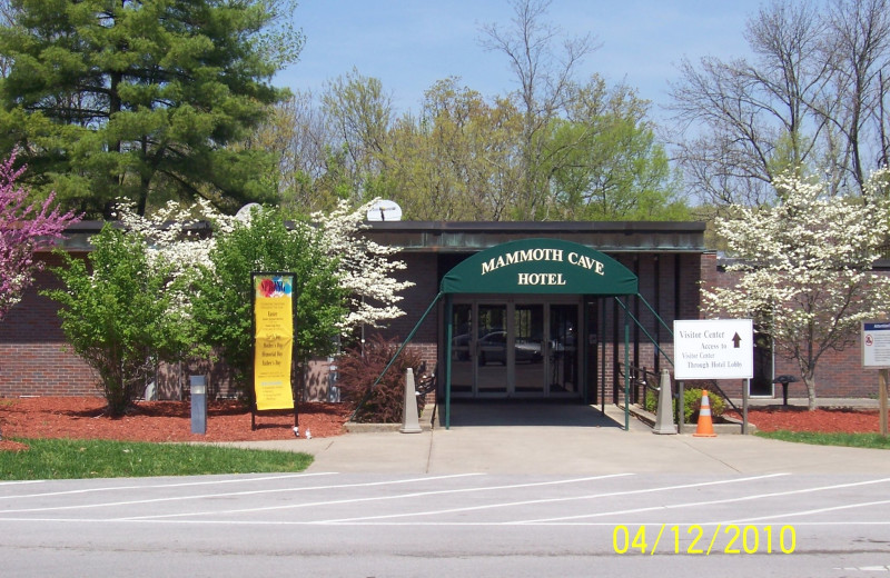 Exterior view of Mammoth Cave Hotel.
