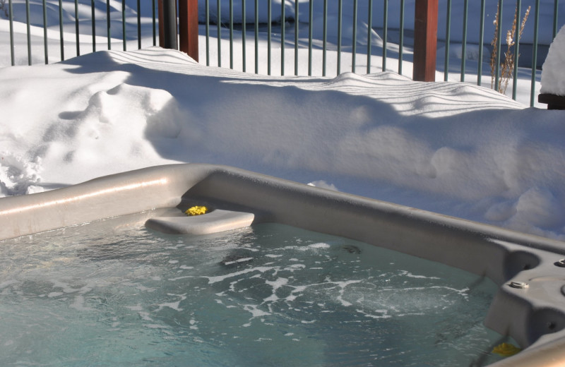 Hot tub at O-Bar-O Cabins.