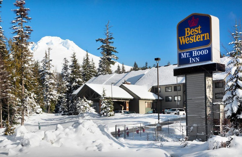 Exterior view of Mt Hood Inn.
