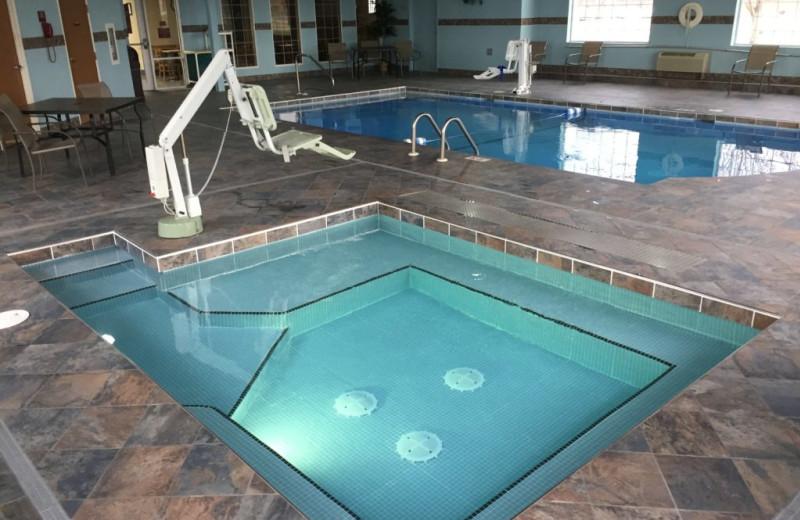 Indoor pool at Parkfield Inn Warsaw.