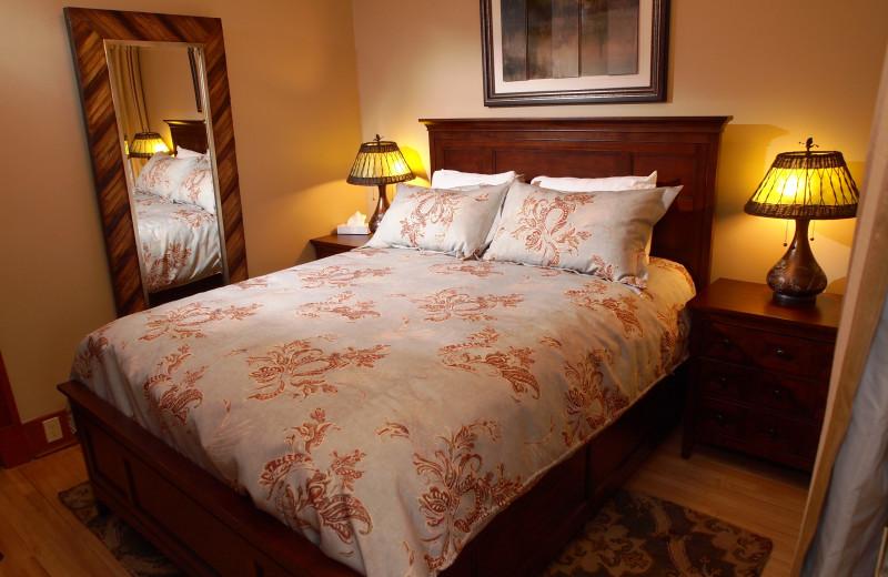 Guest bedroom at Elkhorn Manor.