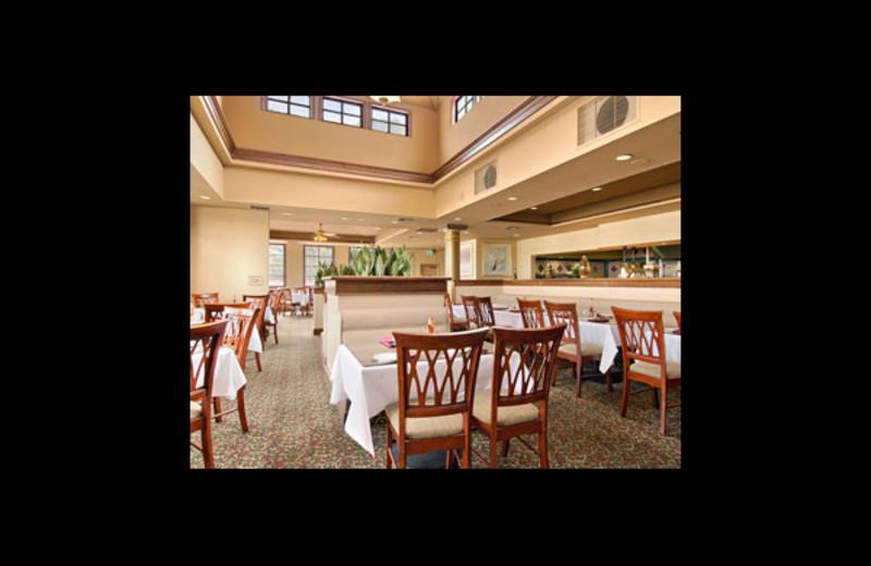 Dining room at Ramada Plaza LAX El Segundo.