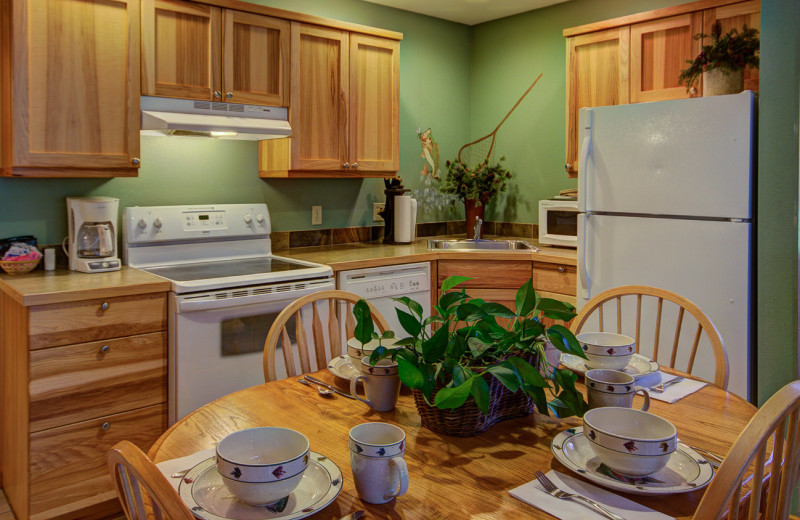 Guest kitchen at River Stone Resorts & Bear Paw Suites.