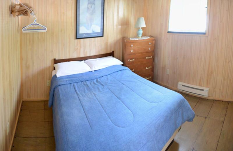 Cabin bedroom at Sunnylea