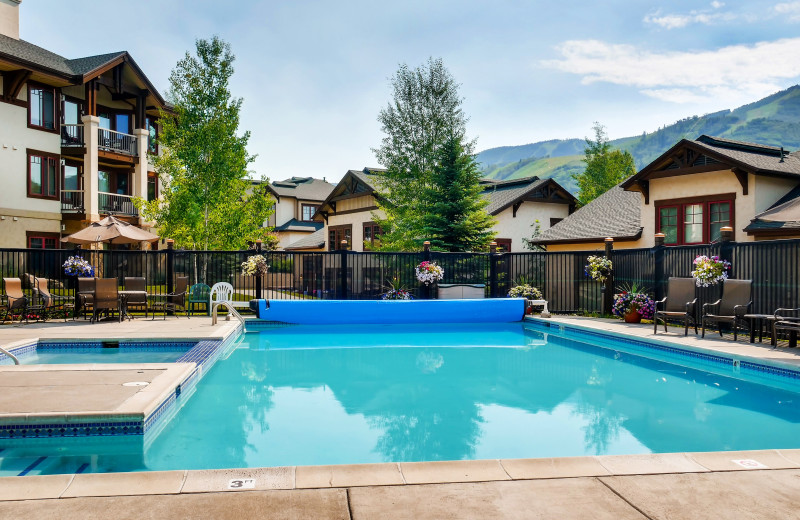 Outdoor pool at EagleRidge Lodge.