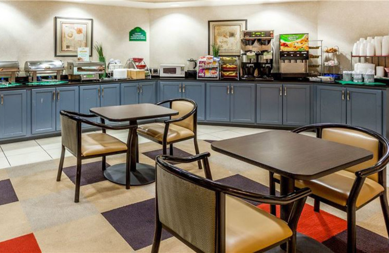 Continental Breakfast Area at Wingate by Wyndham Atlanta/Six Flags Austell