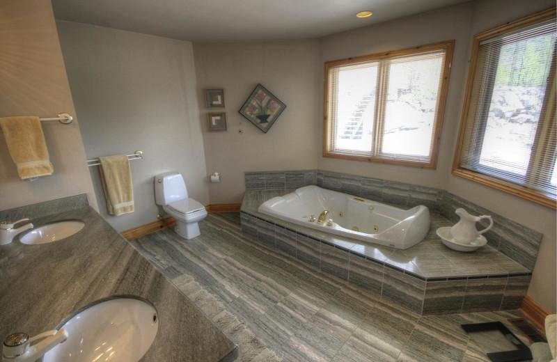 Rental bathroom at Muskoka District Rentals.