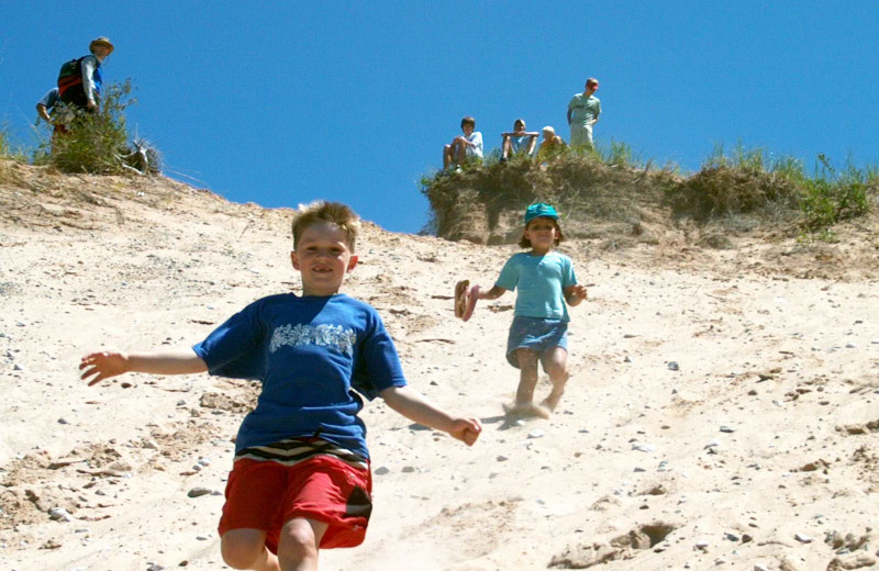 Kids on beach at Watervale Inn.