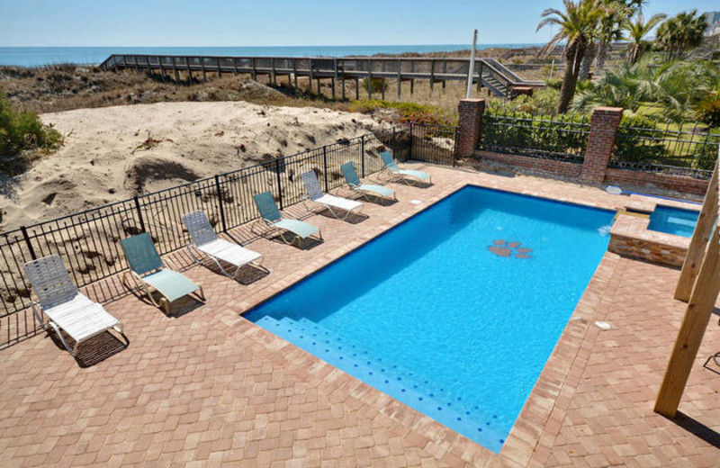 Rental pool at Elliott Beach Rentals.